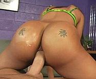 Peach of an ass - Kapri Styles - 3