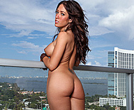Canuck cleans her pipes in Miami - Capri Cavanni - 1