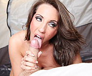 Attack of the Jugg Hungry Bees! - Kelly Divine - 2