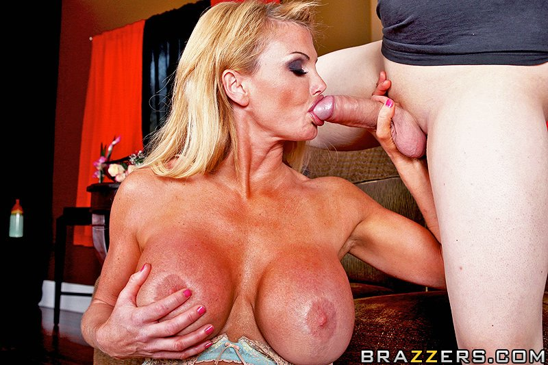 reviews milf mommygotboobs.com mommy got boobs taylor wane picture.