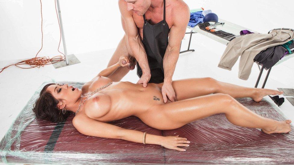 Killer tits strip oil and masturbation on cams 6