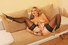 Curvy Carol - Picture 2